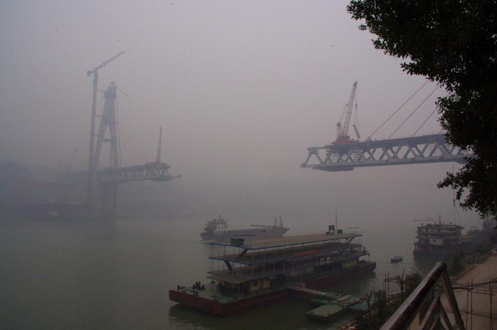 Chongqing: Smog, Dauernebel und unzählige Baustellen. Die Stadt hat seit der Kaiserzeit sehr viel an ihrem Glanz verloren.