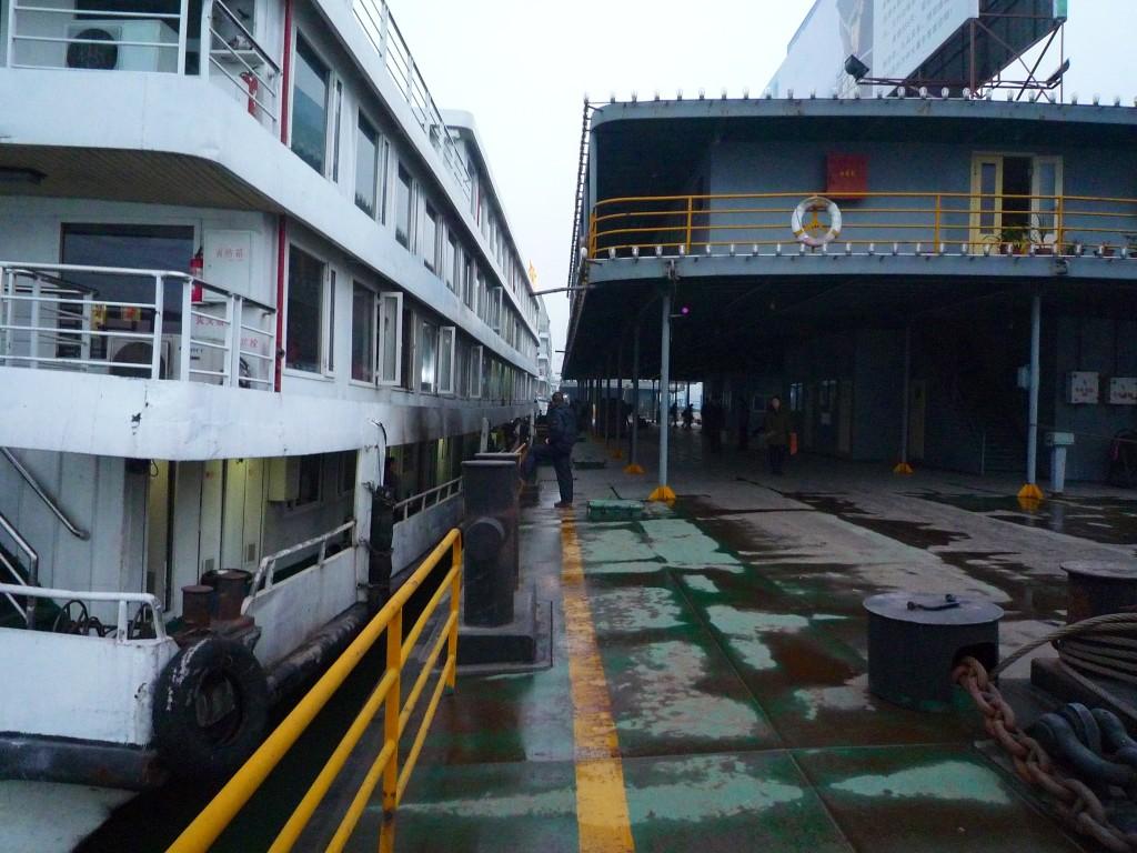 Wanzhou: So ungefähr muss es auf der Veddel (Hamburger Hafen) am Auswanderer-Terminal ausgesehen haben. Allerdings vor 100 Jahren.