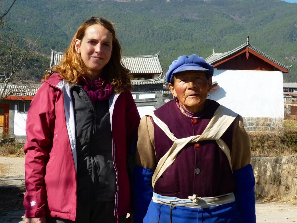 Im Umland von Lijiang kann man schöne Radltouren machen. Nach 3 Tagen Krankheit geht dieser unfaire Bräunungsvergleich knapp an die Dame mit Mütze.