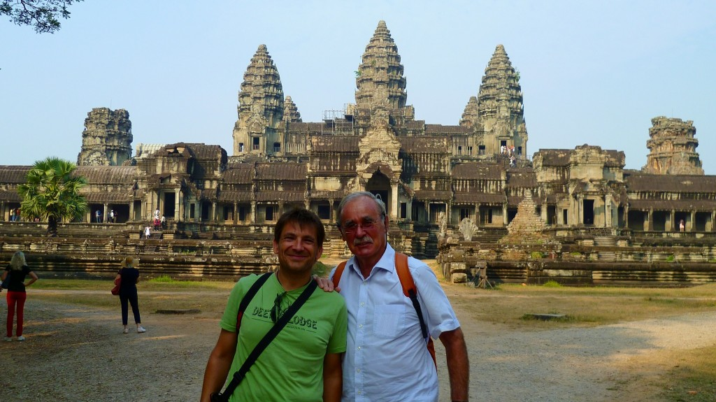 Genauso schön und beeindruckend ist Ankor Wat. Am Hintereingang ist am wenigsten los.
