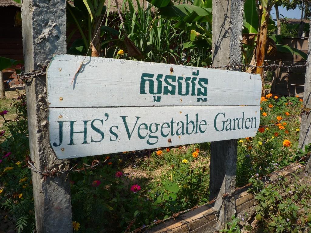 ...zu dem Gelände gehört auch ein reichhaltiger angelegter Gemüsegarten. So kommt gesunde Abwechslung auf dem Tisch.