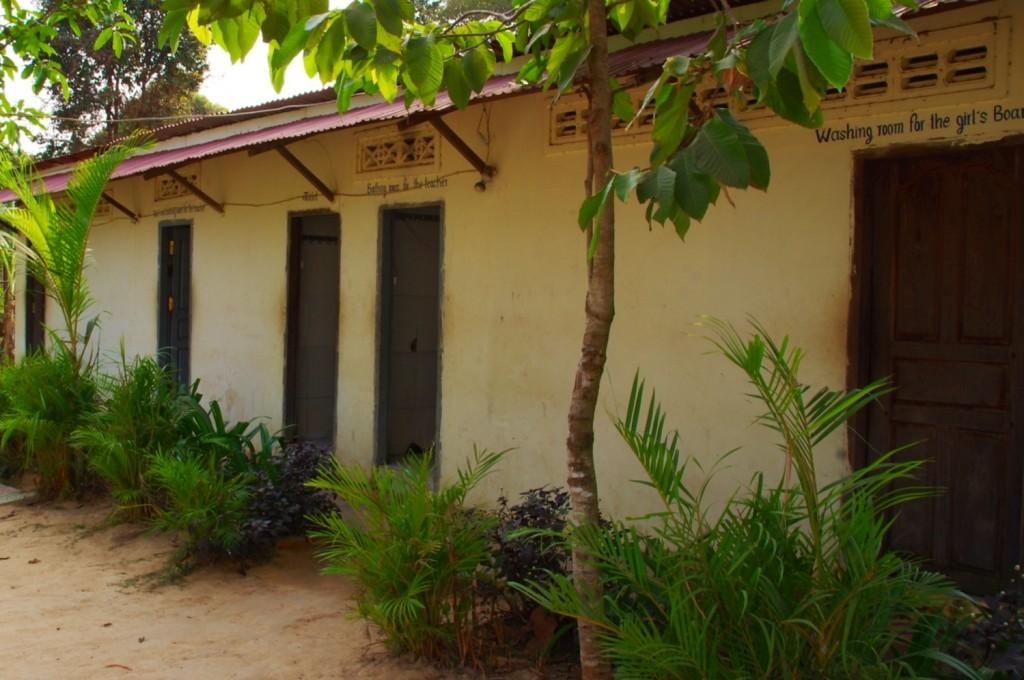 Das Toiletten- und Waschhaus für die Lehrer und die im Boardinghouse untergebrachten Schülerinnen und Schüler.