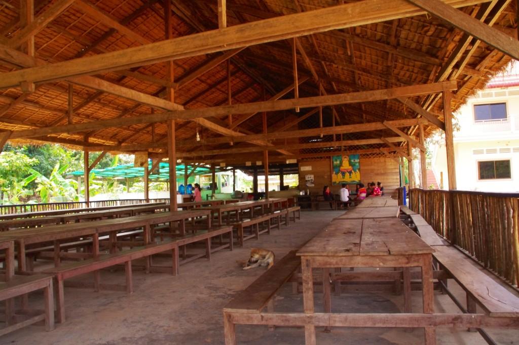 Der große und einladende Kantinenbereich. Hier wird gegessen, geplaudert und hier finden alle großen Besprechungen statt.