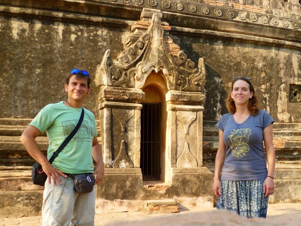 Bagan: Keep smiling bei Ofenhitze und endlosen Tempel-Kraxeleien.
