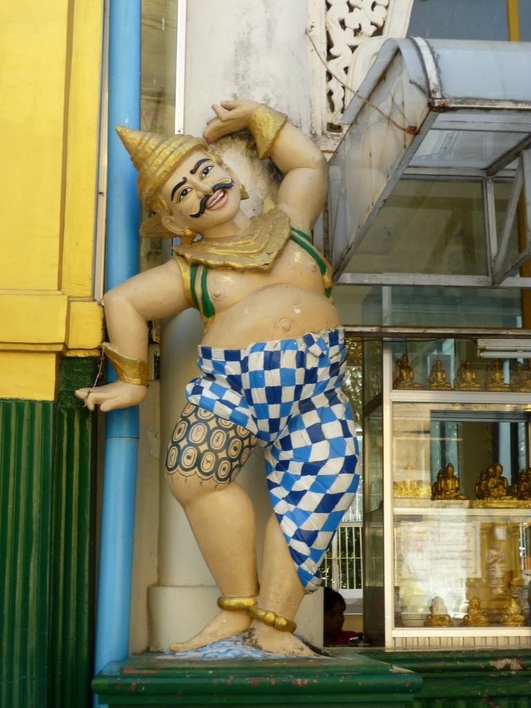 Yangon: Ein tanzender Wächter an der Swedagon-Pagode.