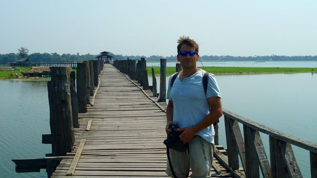 Mandalay: Die U-Bein-Brücke in Amarapura ist eines der meist fotografierten Objekte in Myanmar. Wir fragen uns allerdings warum.