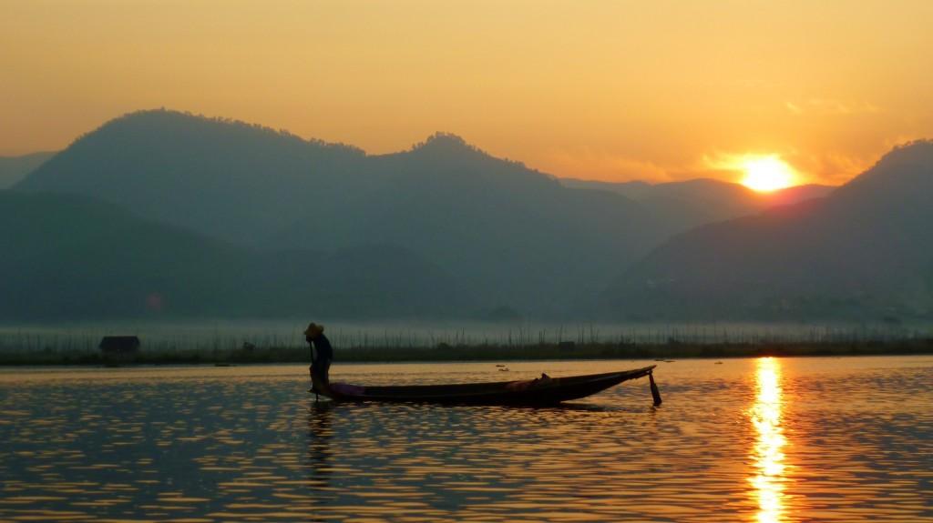 Sonnenaufgang über dem Inle-See.
