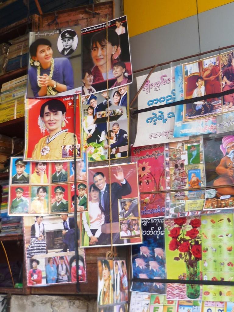 Yangon: Die Fotos von der Oppositionsführerin Aung San Suu Kyi und ihrem Vater sind auch hier nicht aus dem Stadtbild wegzudenken.
