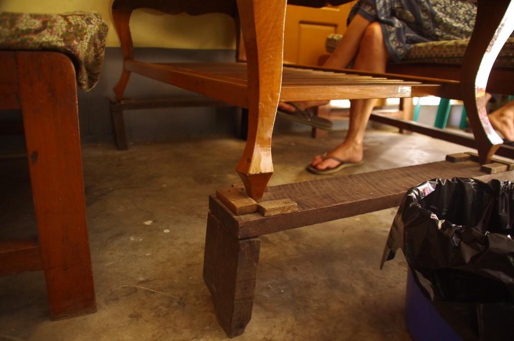 Yangon: Da wird kurzer Hand Muttern's Wohnzimmertisch zur Restaurant-Einrichtung. Hier kommt nichts weg.