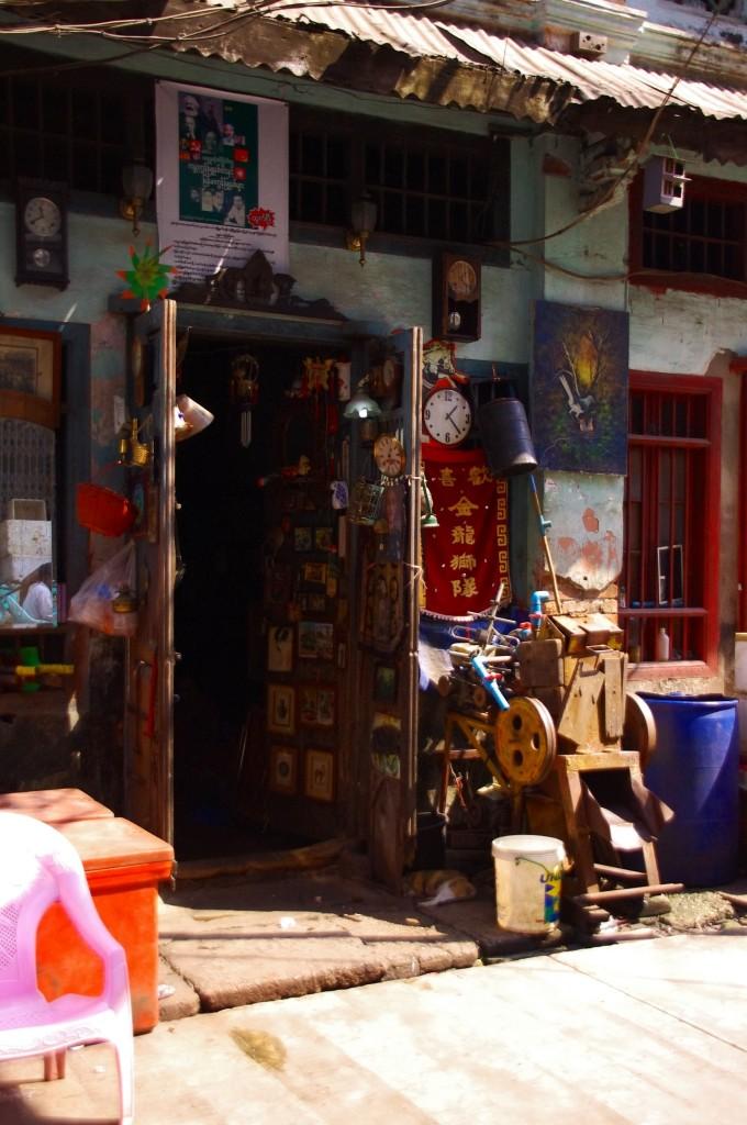 Yangon: Es würde uns nicht wurden, wenn der Besitzer auf Anfrage eine Kuckucksuhr hinterm Ladentisch hervor zaubert.